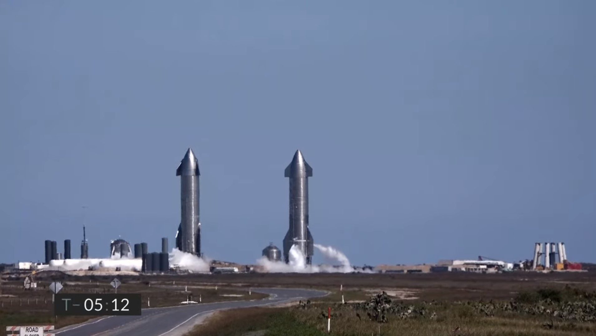 Starship SN9 launch with SN10 on a pad nearby